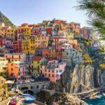 borgo italiano a strapiombo sul mare